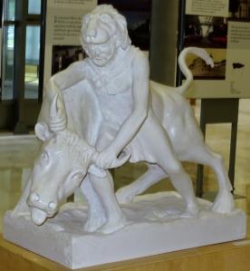 Heracles y el toro de Creta, escultura de Félix Magdalena